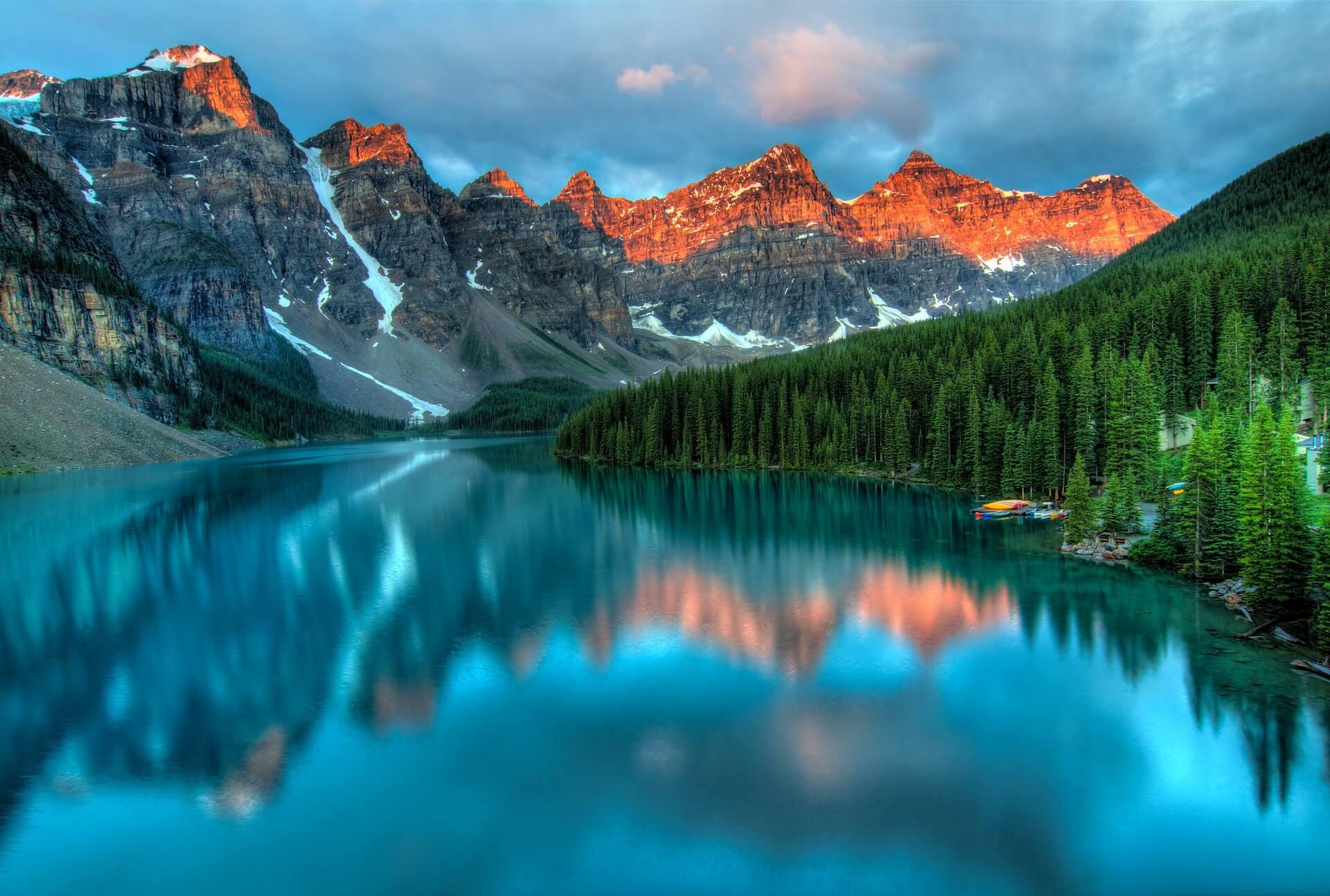 カナダのリゾート地の雪山
